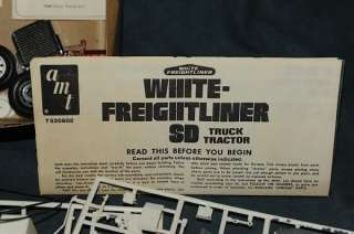 Freightliner SD 1/25 scale Tractor Trailer semi truck model