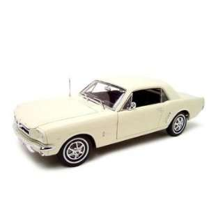 1964 1/2 FORD MUSTANG HT 118 DIECAST MODEL